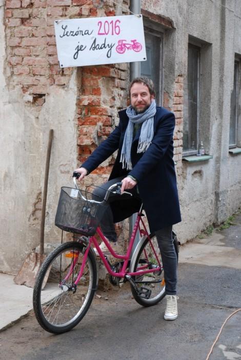 Ambasador projektu i piosenkarz z zespołuu Tata Bojs, Milan Cais, inauguruje sezon